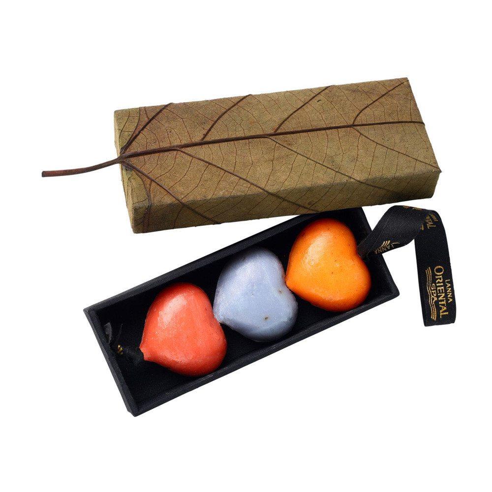 Hartvormige zeep in gebladerd doosje