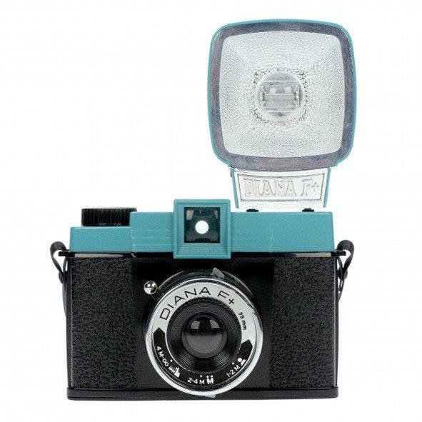 Lomography camera Diana F+ met flits