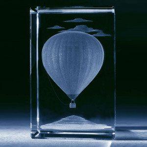Heteluchtballon in glazen blok met persoonlijke tekst