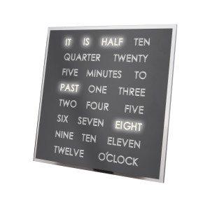 LED-klok met tijd in tekst - leuke cadeautip voor in huis