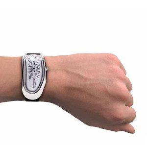Smeltend horloge in de stijl van Dalí