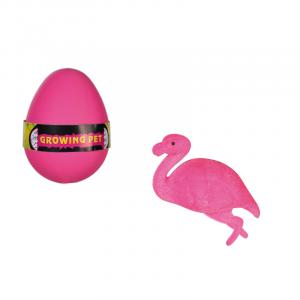 Wachsender Flamingo im Ei